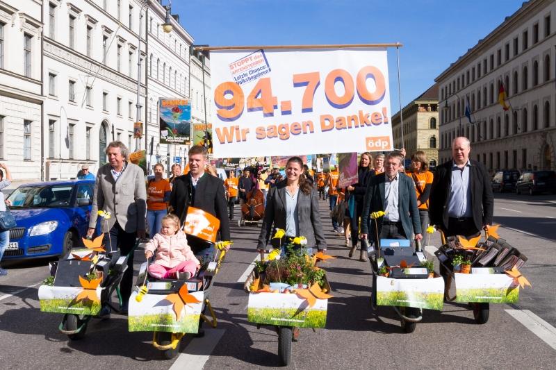 Bienen Volksbegehren: ÖDP Reicht Fast 100.000 Unterschriften Für Volksbegehren